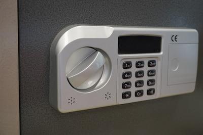 electric safe lock on hollon safe